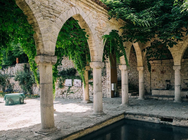 Arcs in the Balchik Botanical Garden