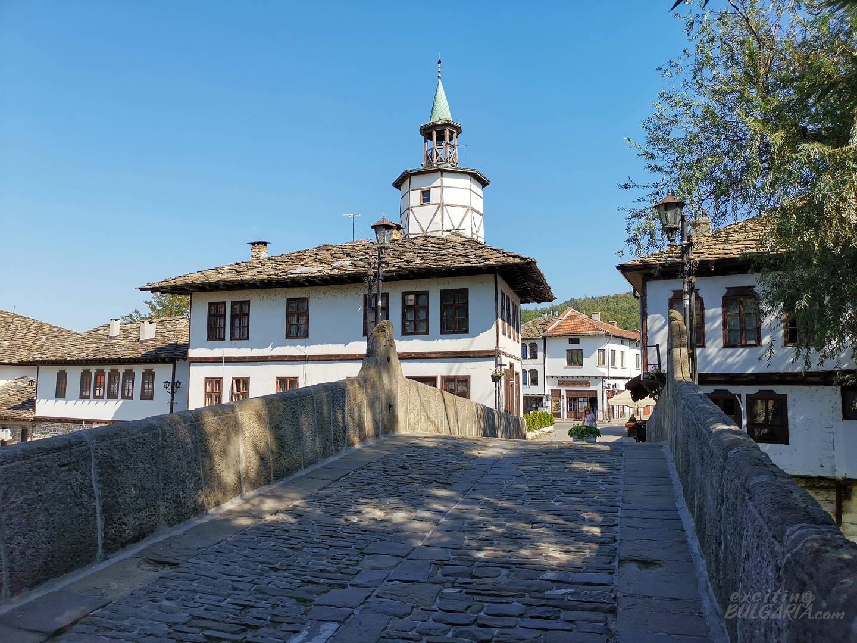 The clock tower and Kivgiren bridge in Tryavna